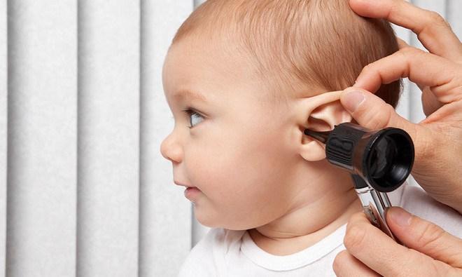 Как можно проверить слух у ребенка? Где приобрести и настроить слуховой аппарат, если это необходимо?